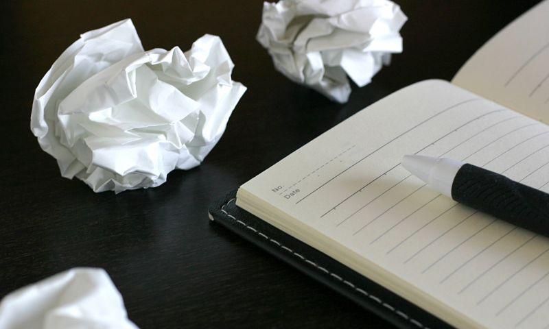 自社ホームページの原稿を書く気になれない時にどうする?|ホームページ制作会社 バーブワイヤー